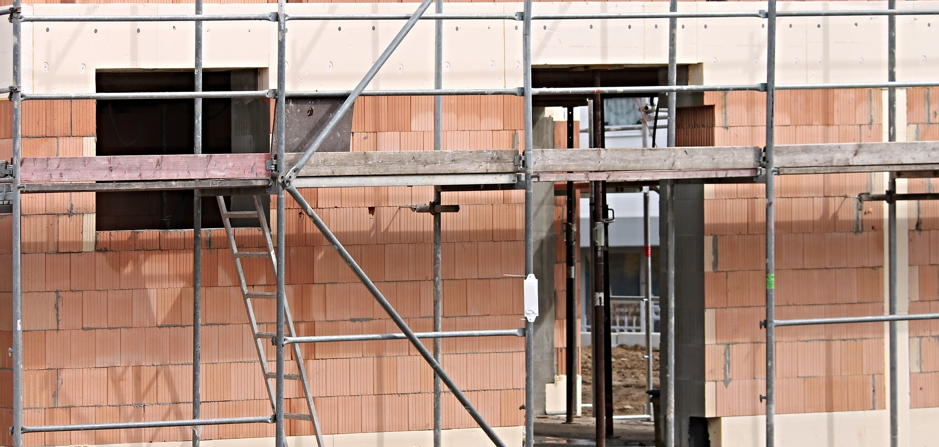 Check out these five steps for lifting scaffolding safely